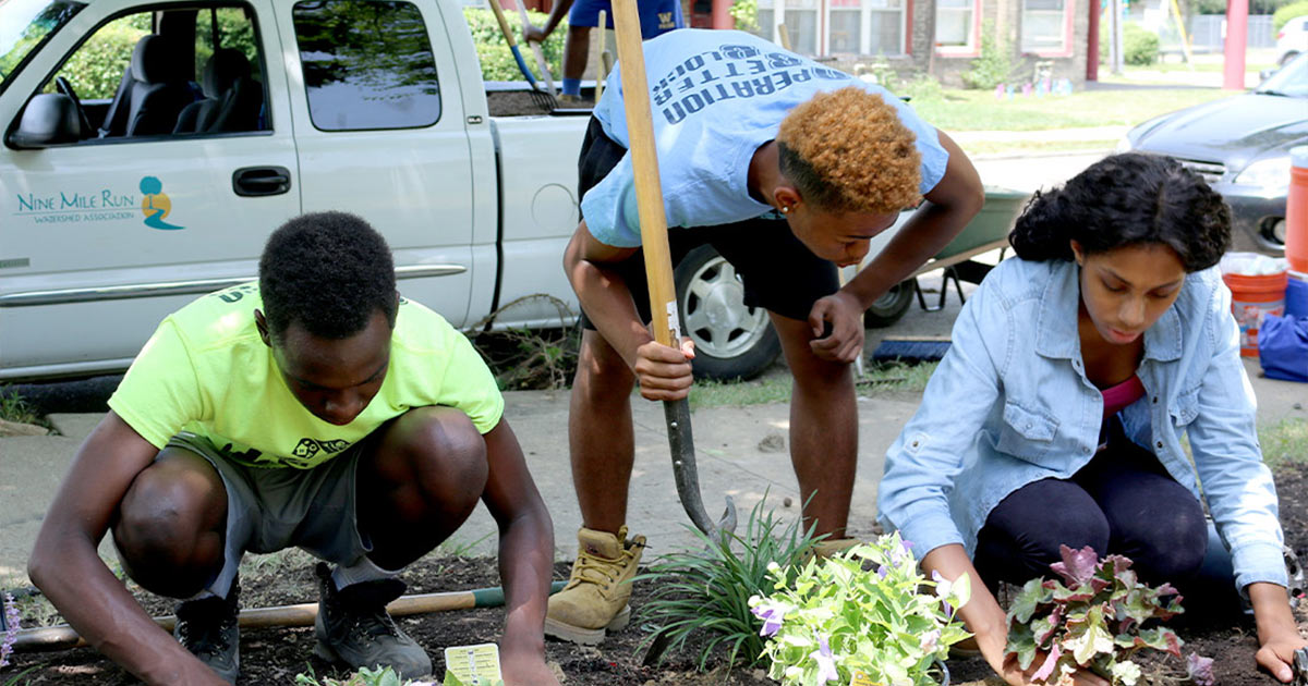 Group working to plant a garden in Pittsburgh