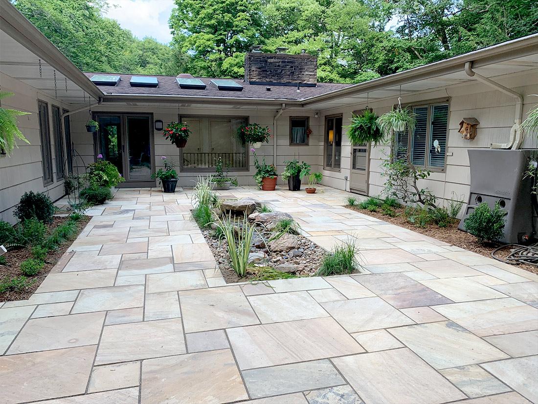 Patio with rain garden